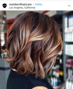50 Inspiring Fall Hair Colors Ideas That Trending In 2019 So lon. 50 Inspiring Fall Hair Colors Ideas That Trending In 2019 So long, Summer! The leaves are changing, and so should your hair! Changing your hair color to capture the beauty […] color ideas Hair Color Ideas For Brunettes Short, Hair Color For Women, Highlights For Short Hair, Color Highlights, Baylage Short Hair, Brunette Balayage Hair Short, Color For Short Hair, Fall Balayage, Carmel Highlights