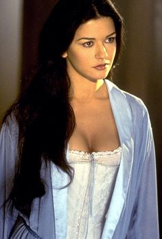 catherine zeta jones zorro -one of the worlds most beautiful women Beautiful Celebrities, Beautiful Actresses, Gorgeous Women, Catherine Zeta Jones, The Mask Of Zorro, Actrices Hollywood, Hollywood Actresses, Pretty Woman, Movie Stars