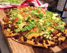Spicy Taco Pizza vegan by Native Foods Cafe Chipotle Tacos, Vegan Tacos, Veggie Recipes, Mexican Food Recipes, Cooking Recipes, Ethnic Recipes, Native Foods Cafe, Taco Pizza, Nacho Cheese