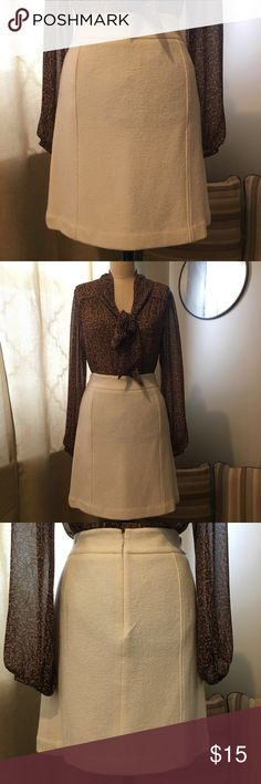 Ann Taylor Wool Blend Skirt Ann Taylor Wool Blend Skirt Size 6 Worn 2-4 times Cream/off white color Gently used Ann Taylor Factory Skirts Mini
