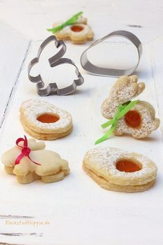 Osterplätzchen mit Aprikosenfüllung Easter cookies with apricot filling Easter Cookie Recipes, Easter Snacks, Easter Treats, Dessert Recipes, Recipes Dinner, Blog Vegan, Vegan Blogs, Easter Cupcakes, Easter Cookies