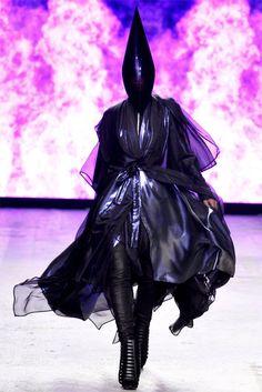 Gareth Pugh  www.fashion.net