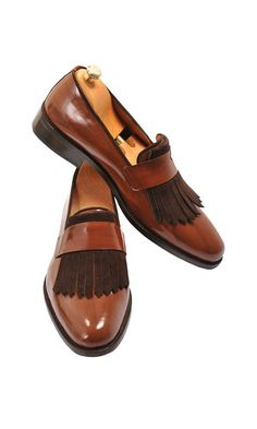 The Best Men's Shoes And Footwear : Handmade Wooden Brown Loafer Men Shoes - Fashion Inspire Hot Shoes, Men's Shoes, Shoe Boots, Dress Shoes, Shoes Men, Dress Clothes, Wing Shoes, Shoes Style, Shoes Sneakers