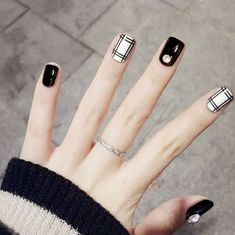 fake nails short With Glue Buffer Buffing Slim Art Tips Nail Art Beauty Care Tools nep nagels False Nail Tips Pack Black And White Nail Designs, Black White Nails, Black Nail Art, White Polish, Cute Nails, Pretty Nails, My Nails, Gold Nails, Nail Swag