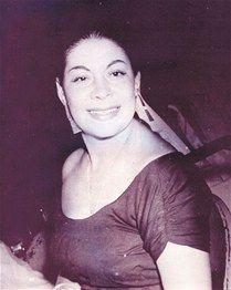 """Casandra Damirón fue una de las cantantes dominicanas más importantes y conocidas de su época, ya que marcó un antes y un después en su género musical. Es conocida por todos los dominicanos como """"La Soberana""""; en honor a ella, desde 1985 se celebran los Premios Casandra, denominados """"Premios Soberanos"""" desde el año 2012, siendo los premios más importantes del medio artístico dominicano."""