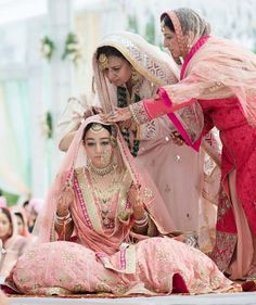 Looking for Sikh bride in pastel pink with vintage jewellery? Browse of latest bridal photos, lehenga & jewelry designs, decor ideas, etc. on WedMeGood Gallery. Sikh Bride, Punjabi Bride, Sikh Wedding, Punjabi Wedding, Punjabi Suits, Farm Wedding, Wedding Couples, Boho Wedding, Wedding Lehanga