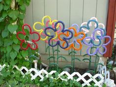 You can use these amazingly creative horseshoe DIY things to make your home look even more beautiful than it already is. Here are 30 amazing horseshoe DIY projects that will simply blow your mind. Horseshoe Projects, Horseshoe Crafts, Horseshoe Art, Horseshoe Ideas, Lucky Horseshoe, Welding Crafts, Welding Projects, Diy Projects, Welding Ideas