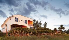 Seagrape House in Florida, USA by Traction Architecture (18)