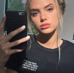 Image discovered by lenα. Find images and videos about indie, carefree and alissa violet on We Heart It - the app to get lost in what you love. Alissa Violet Style, Alissa Violet Outfit, Mime Makeup, Beauty Makeup, Hair Makeup, Hair Beauty, Allisa Violet, Pretty People, Beautiful People