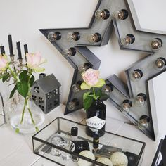 """HomeStylingInspiration op Instagram: """"Glass boxes are perfect to display your make-up! #homestylinginspiration #home #homedeco #homeinspo #homeinspiration #homestyling #homestylinginspo #homestylingideas #homestylingtips #homesweethome #homedecoration #homedecorating #homedecor #instadecor #inspiration #instahome #interior #instainterior #decor #interiordesign #sissyboy #glassbox #hm #hendricks #makeup #chanel"""""""