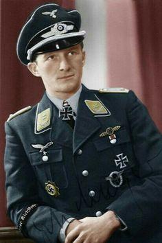 """Hauptmann Egon Mayer (1917-1944), Kommandeur III./Jagdgeschwader 2 """"Richthofen"""", Ritterkreuz 01.08.1941, Eichenlaub (232) 16.04.1943, Schwerter (51) 02.03.1944"""