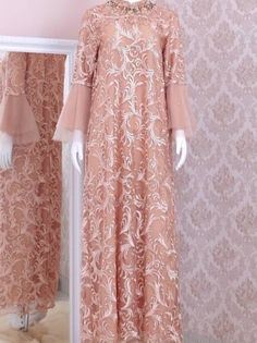 Hijabi Gowns, Dress Muslimah, Model Dress Kebaya, Hijab Fashion, Fashion Dresses, Dress Brokat, Muslim Dress, Islamic Fashion, Abayas