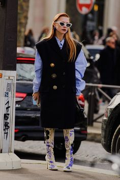 All The Street Style Looks from Paris Fashion Week FW20 Milan Fashion Weeks, Fashion 2020, Paris Fashion, Street Style Looks, Street Style Women, Street Styles, Stockholm Street Style, Paris Street, Vest Coat