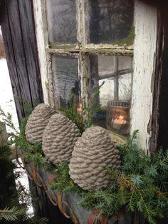 concrete pine cones - Fru Pedersens have: Betonkogler. Så nemt er det.