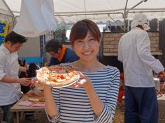 今年も大人気! リストランテ BISTY の協力による石窯焼きトマトピッツァ、焼きあがってま〜す。