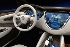 Nissan Resonance - Inside