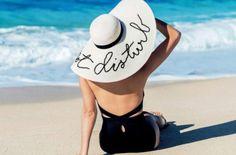 608f8acac9e68 KMX Magazine · lifestyle · Las vacaciones no paran y siempre es importante  traer el outfit correcto. ¿Quieres saber