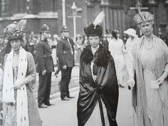 """""""Queen Alexandra and her sister, the Dowager Tsarina of Russia, Maria Feodorovna, with Queen Mary (her daughter-in-law) of the United Kingdom. Sandringham House, Catalina La Grande, Princess Alexandra Of Denmark, Moda Do Momento, Royal Families Of Europe, Maria Feodorovna, English Royal Family, Tsar Nicholas Ii, English Royalty"""