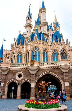 Tokyo Disney - travel tips for Tokyo, Japan. I TOTALLY want to do Tokyo Disney Land or Disney Sea!