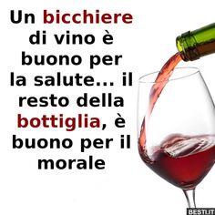 Un bicchiere di vino..   BESTI.it - immagini divertenti, foto, barzellette, video Italian Humor, Feelings Words, Wine Quotes, Learning Italian, In Vino Veritas, Red Wine, Quotations, Alcoholic Drinks, Funny Quotes