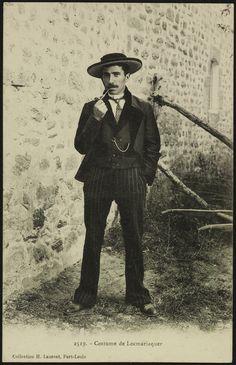 Locmariaquer homme en costume - Musées