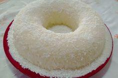 Sem tempo para assar um bolo? Confira a receita de bolo de tapioca sem forno do TudoGostoso! É rápida, simples e deliciosa.