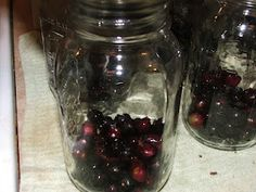~ Amish Food Storage ~ Sarah's Country Kitchen ~Amish method of making grape juice, I used Concord grapes instead of Muscadine. This is the best grape juice I have ever had, and easy to make. Canning 101, Home Canning, Canning Recipes, Concord Grape Recipes, Do It Yourself Food, Canning Granny, Canned Food Storage, Pots, Grape Juice