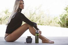 """Want to know how """"The Body"""" stays in shape year after year? Here's what beauty Elle Macpherson has to say about living well for life. Wellness Tips, Health And Wellness, Health Fitness, Wellness Plan, Fitness Diary, Gisele Bündchen, Actrices Sexy, Health Trends, Stay In Shape"""