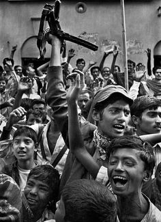 Muktijoddhas (freedom fighters) and civilians are celebrating the victory of Bangladesh in the Liberation War against Pakistan. from - Bangladesh Old Photo Archive's FB page Rare Photos, Old Photos, Women Freedom Fighters, East Pakistan, Pakistan Bangladesh, Happy Independence Day Wishes, Nepal Flag, Mother Language Day, World Conflicts