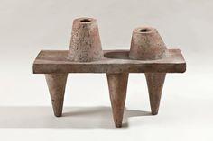 Elisabeth Joulia, jardinière tripode grès chamotté, traces de pyrites (Galerie Anne-Sophie Duval)