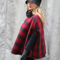 The Italian Fashion Blogger Valeria Arizzi Cocoetlavieenrose wears a tartan cape Made in Italy on www.pashionvictim.com