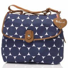 Découvrez le sac à langer Satchel de couleur bleu marine par Babymel. Très pratique comme sac à langer, il est en plus utilisable comme sac à main grâce à son design moderne ! Un 2 en 1 pour ce sac à langer très mode !