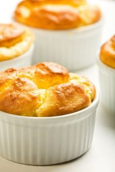 Un souffle es perfecto para impresionar a tus invitados como primer plato. Este souffle esta preparado con queso gruyere y bechamel.