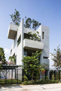 Binh House là công trình được xây dựng trên khu đất nằm tại trung tâm TP Hồ Chí Minh, là một công trình nằm trong chuỗi nhà cho cây của công ty Võ Trọng Nghĩa nhằm mục đích tăng mật độ cây xanh trong đô thị Việt Nam. Thông tin công trình Tên công trình:Binh …
