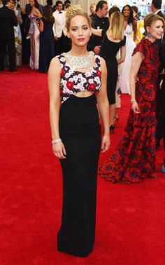 Jennifer Lawrence bares her midriff in this printed Dior Haute Couture gown and hot pink lip at the 2015 Met Gala