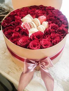 Rose box with macarons / Rózsadoboz macaronokkal