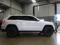 Anyone thinking of going with black wheels? Jeep Grand Cherokee Diesel, Grand Cherokee Lifted, Jeep Grand Cherokee Limited, Cherokee Laredo, Jeep Wrangler Lifted, Jeep Wrangler Unlimited, Lifted Jeeps, Jeep Wranglers, Jeep Srt8
