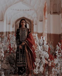 Indian Bridal Outfits, Indian Designer Outfits, Pakistani Outfits, Mahira Khan Dresses, Pakistani Culture, Indian Aesthetic, Culture Clothing, Indian Look, Desi Wear
