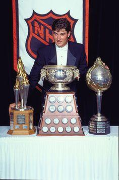 Mario Lemieux Ice Hockey Players, Nhl Players, Pittsburgh Sports, Pittsburgh Penguins Hockey, Mike Bossy, American Hockey League, Pens Hockey, Hockey Hall Of Fame