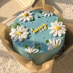 Pretty Birthday Cakes, Pretty Cakes, Beautiful Cakes, Amazing Cakes, Birthday Cakes For Teens, Cake Birthday, Colorful Birthday Cake, Funny Birthday Cakes, 17th Birthday