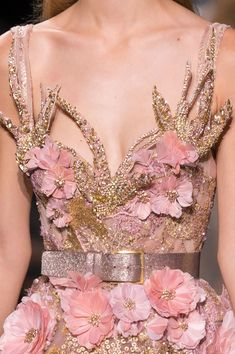 """voguedolce: """" Elie Saab at Couture Fall 2016 (Details) """" Haute Couture Style, Couture Mode, Couture Details, Fashion Details, Couture Fashion, Runway Fashion, High Fashion, Fashion Show, Fashion Design"""