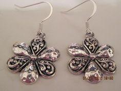 Silver flower earrings on Bomanza