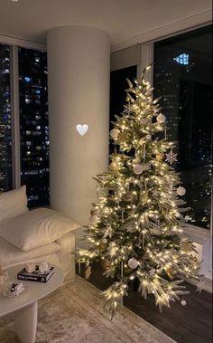 Christmas Feeling, Cozy Christmas, Christmas And New Year, Christmas Time, Xmas, Beautiful Christmas, Simple Christmas, Christmas Aesthetic Wallpaper, Christmas Wallpaper
