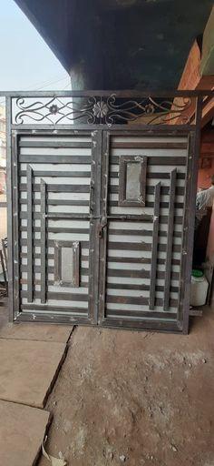 Modern Front Gate Design, Iron Main Gate Design, Gate Wall Design, Gate Designs Modern, Window Grill Design Modern, Grill Gate Design, House Arch Design, House Main Gates Design, Steel Gate Design
