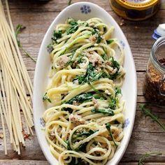 Placinte sarate rapide cu sunca si cascaval | Retete Laura Adamache Spaghetti, Food And Drink, Ethnic Recipes, Noodle