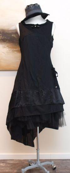 stilecht - mode für frauen mit format... - high - Kleid mit Schleppe schwarz - Winter 2013 www.discovertheregion.com
