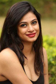 actress zara hot photos