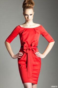 Платье красное с бантом, дизайнер Bulavkina. Цвета: красный и фиолетовый.