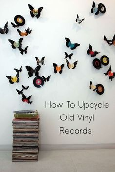 How to Upcycle Old Vinyl Records - DIY Projects - I know many people out there will consider upcycling perfectly good vinyl records and modifying the - Best Vinyl Records, Vinyl Record Crafts, Old Vinyl Records, Vintage Records, Records Diy, Vinyl Art, Record Decor, Vinyl Decor, Vynil Records