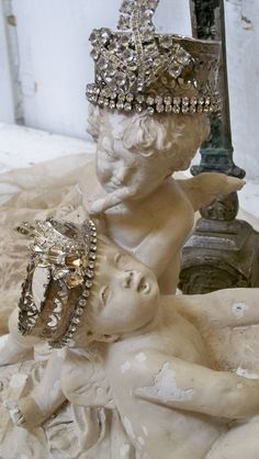 Plaster cherub statu